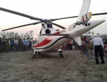 आलू के खेत में उतारना पड़ा आजम खान के हेलीकॉप्टर को